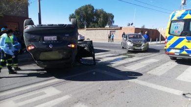 Photo of Colisión con volcamiento deja dos heridos