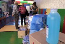 Photo of Entregan 700 litros de alcohol gel y escudos   faciales a niños y adultos con discapacidad