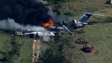 Photo of Un avión se estrelló e incendió con 22 personas a bordo en Texas