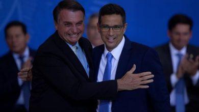 Photo of Bolsonaro renueva su Gobierno y promulga la ley que da autonomía al Banco Central