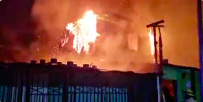 Photo of 11 viviendas destruidas, 30 damnificados deja incendio en campamento de Antofagasta